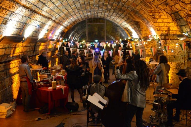 Human n partners voute decor fanions lumiere musique apéritif groupe équipe team venise italie agence wato paris soirée event corporate evenementiel
