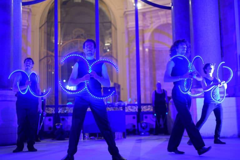 bolas performance artistique logo tao prestige bleu tao prestige conciergerie de luxe 10 ans petit palais paris france agence wato we are the oracle evenementiel event