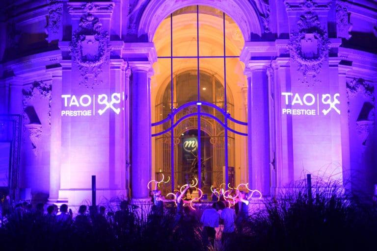 bolas performance artistique tao prestige conciergerie de luxe 10 ans gobos logo tao prestige bleu petit palais paris france agence wato we are the oracle evenementiel event