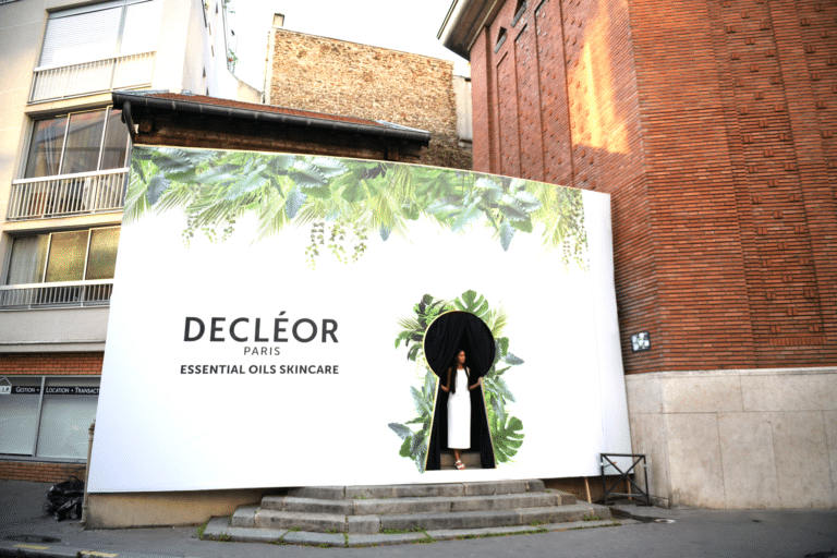 evenement-sur-mesure-facade-personnalisée-decor-entree-decleor-experience-decléor-paris-france-agence-wato-we-are-the-oracle-evenementiel-event