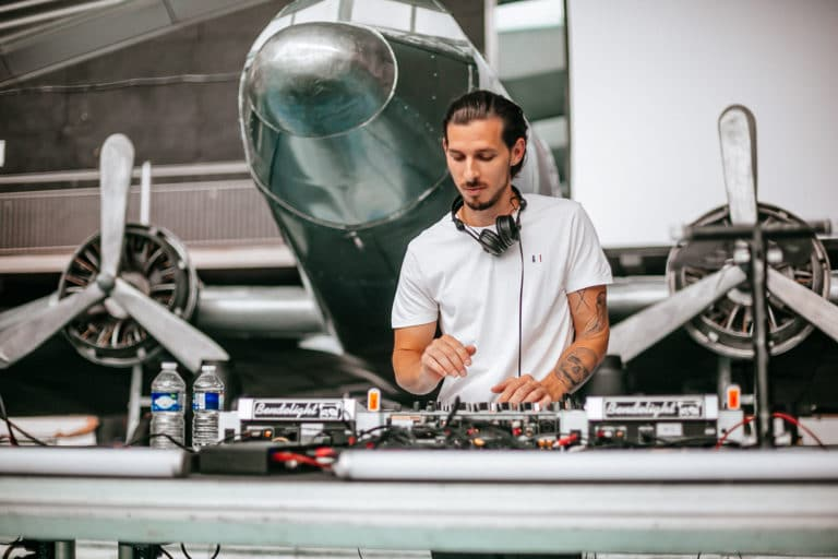 patinoire pailleron alexandre delarge helices avion douglas dc 3dj deejay disque jockey kymono airlines ancienne patinoire aeroport vintage Kymono agence wato we are the oracle evenementiel event