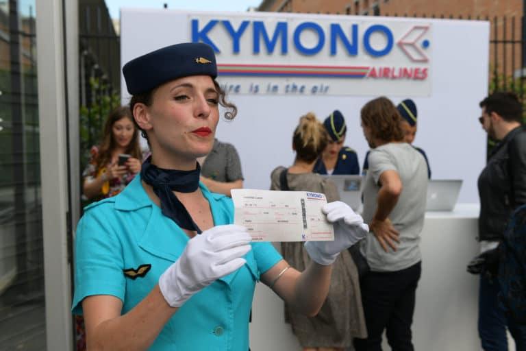 pauline prevost hotesse de l air vintage check in controle des billets avions enregistrement aeroport vintage Kymono agence wato we are the oracle evenementiel event