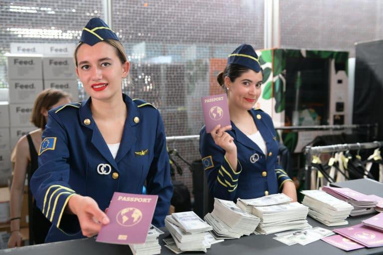 patinoire pailleron hotesses de l air vintage controle des passeport acteur billets aeroport vintage Kymono agence wato we are the oracle evenementiel event