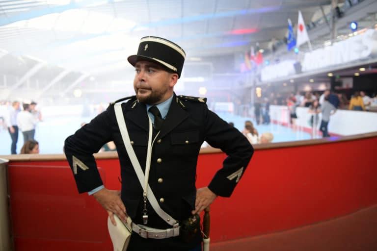 bastien dubois inpecteur des douanes controle des douanes douanier fun acteurs avions acteur aeroport vintage Kymono agence wato we are the oracle evenementiel event