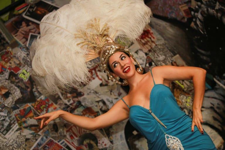 la dandizette danseuse burlesque experience immersive lieu mysterieux paris france agence 4 people client leboncoin agence wato we are the oracle evenementiel events