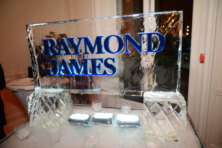 logo raymond james glace fumee evenement sur mesure soiree spectaculaire hotel particulier 19 arrondissement wall street Raymond James agence wato we are the oracle evenementiel events