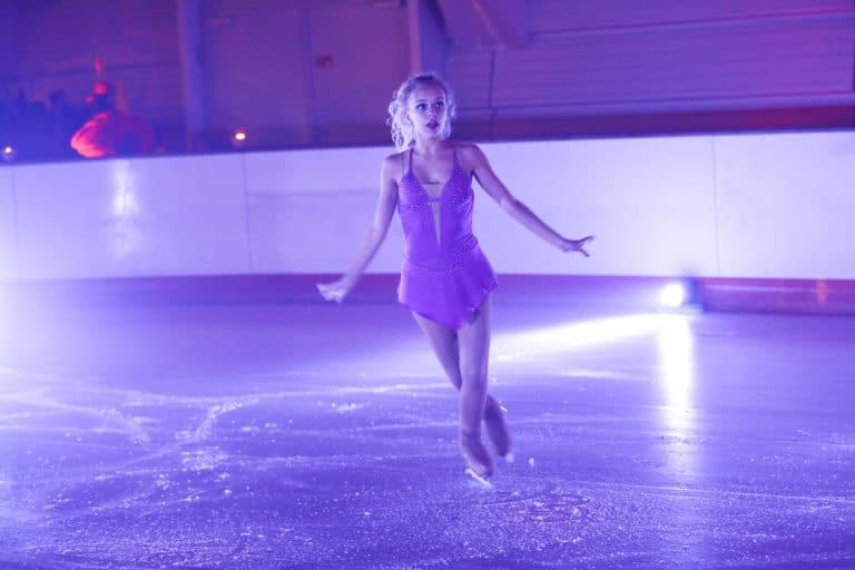patineuse professionnelle patins a glace patinoire pailleron privatisation événement sur mesure paris france diner sur la glace leboncoin agence wato we are the oracle evenementiel