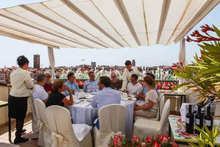 seminaire-corporate-dejeuner-terrasse-rooftop-hotel-ca-sagredo-venise-italie-