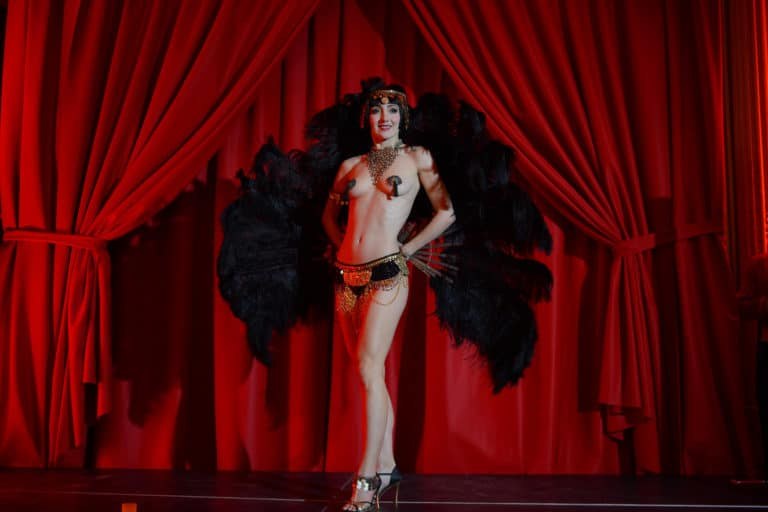 sucre d'orge danseuse burlesque international scenographie sur mesure hotel particulier paris france soiree corporate wall street Raymond James agence wato we are the oracle evenementiel event