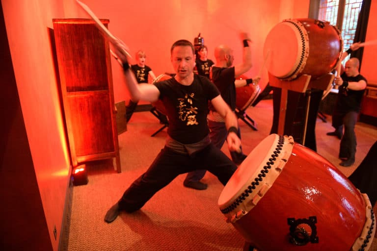 paris taiko percussions japonaises tambours japonais performance musiciens hotel particulier pagode chinoise tintin fun paris acteurs chine france agence wato we are the oracle evenementiel events