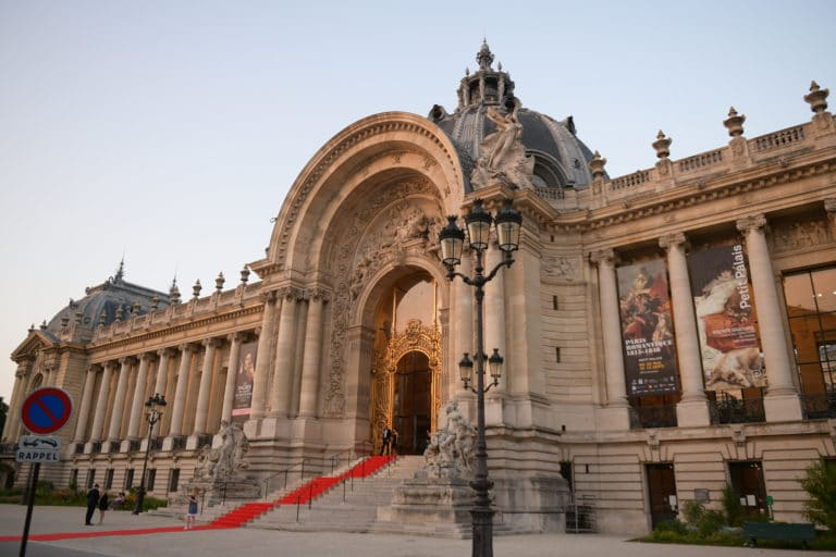tao prestige wato we are the oracle petit palais entree tapis rouge