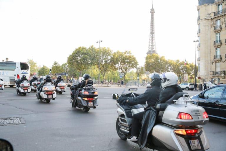tour eiffel paris motos taxis parcours evenement sur mesure experience immersive paris france agence 4 people client leboncoin agence wato we are the oracle evenementiel events
