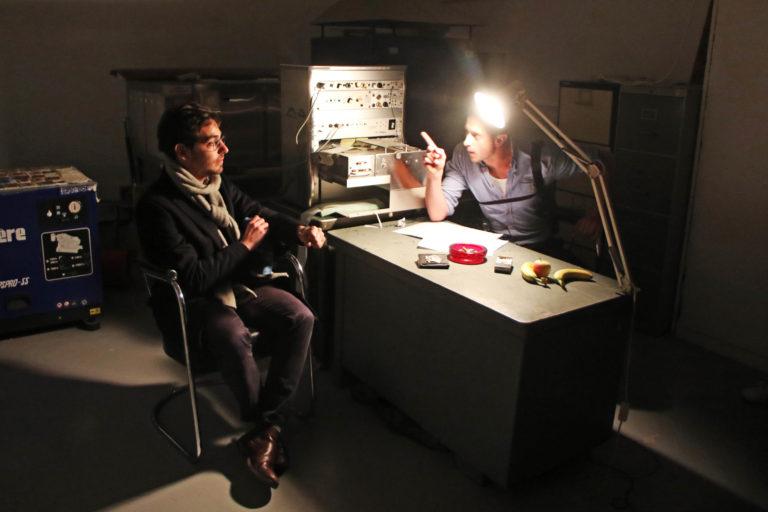 wato-fox-paris-evenementiel-soirée-lancement-frigos-fox-play-interrogatoire-detecteur-de-mensonge