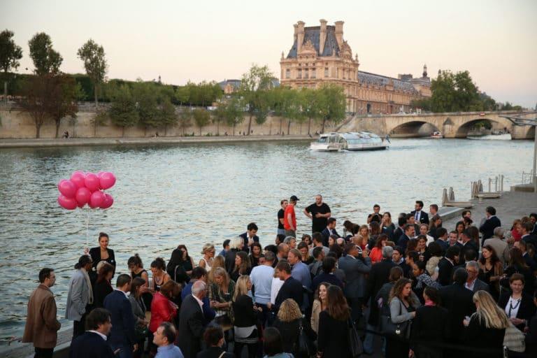 cocktail hotesses accueil ballons helium seine jardin tuileries port de Solférino quai Anatole France paris affiche personnalisees 10 ans Voyage Privé agence wato we are the oracle evenementiel events