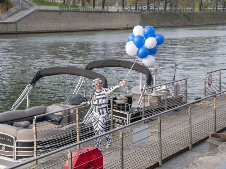Foulques Jubert accueil ballons costumes stripes fun bateaux de luxe seine cocktail croisière paris france soirée privée stripes agence wato we are the oracle evenementiel events