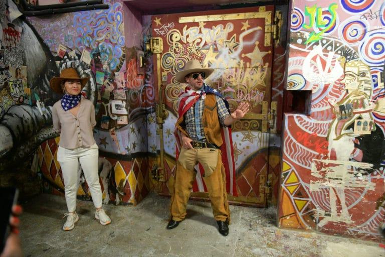 Foulques Jubert acteur cowboy usa graffis loft baroque paolo calia paris 19e arrondissement france diner leboncoin thème usa américain agence wato we are the oracle evenementiel event
