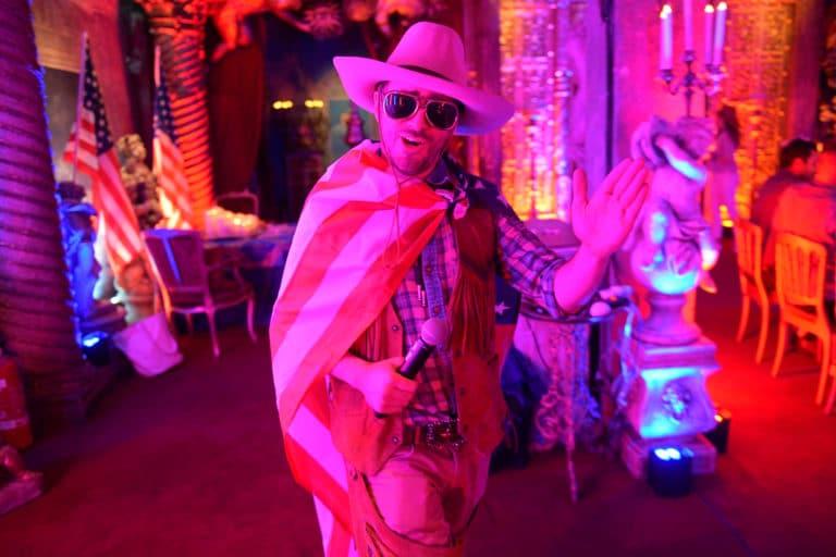 Foulques Jubert acteur cowboy usa loft baroque paolo calia paris 19e arrondissement france diner leboncoin thème usa américain agence wato we are the oracle evenementiel events