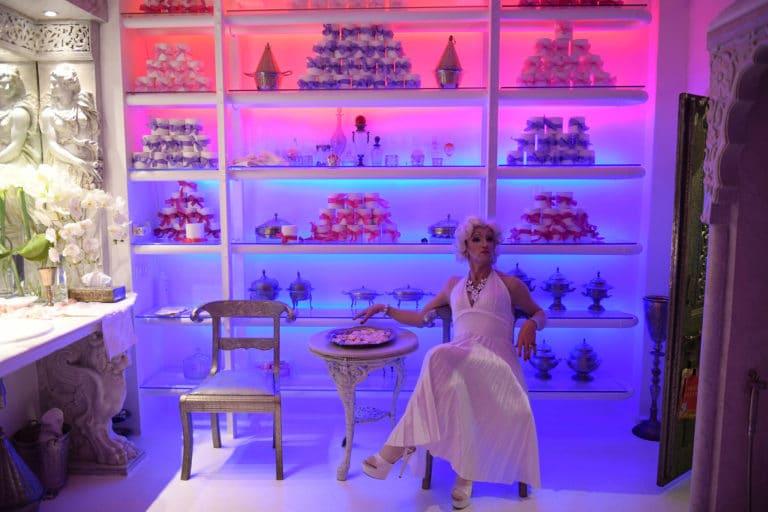 Sylvain Espagnol Marylin Monroe transformiste loft baroque paolo calia paris 19e arrondissement france diner leboncoin thème usa américain agence wato we are the oracle evenementiel