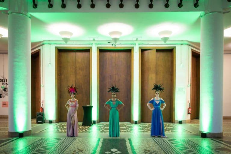 actrices robes performeuses deguisements theme jungle palais de la porte doree the family phoenix temple evenement sur mesure agence wato we are the oracle evenementiel event