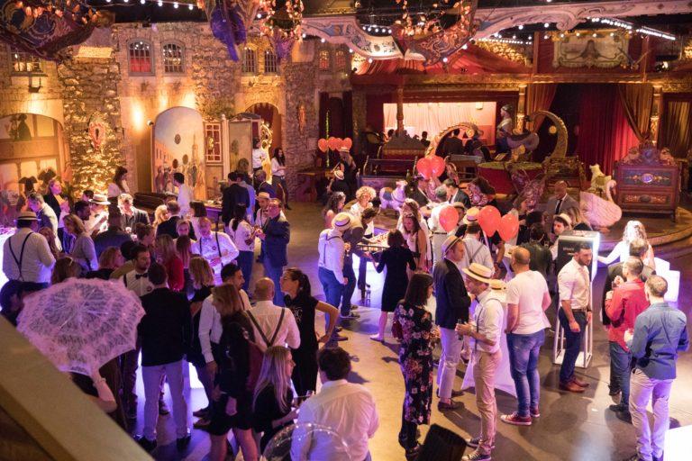 agence-wato-evenementielle-paris-soirée-corporate-voyage-privé-the-magic-factory-bonbons-sucette-jeux-poney-boule-clown-joie-ballons-chamboule-tout-barbe-à-papa-champagne-photocall-discours-13