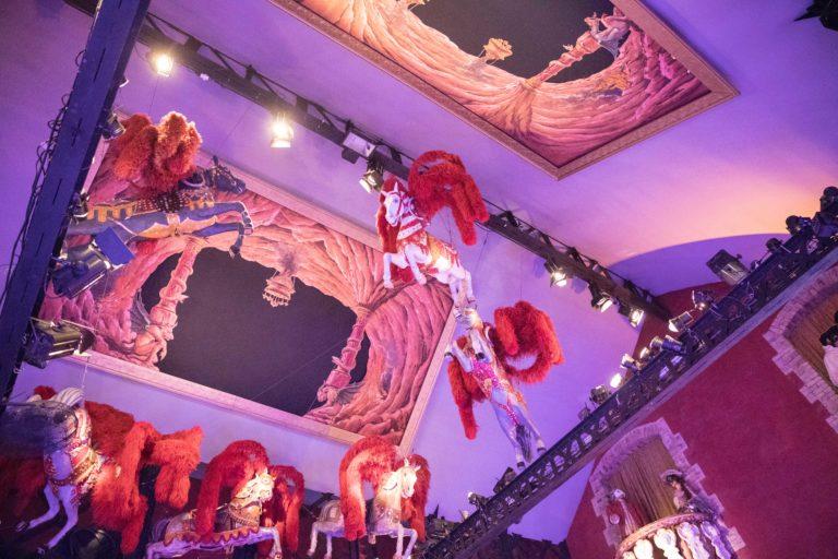 agence-wato-evenementielle-paris-soirée-corporate-voyage-privé-the-magic-factory-bonbons-sucette-jeux-poney-boule-clown-joie-ballons-chamboule-tout-barbe-à-papa-champagne-photocall-discours-14