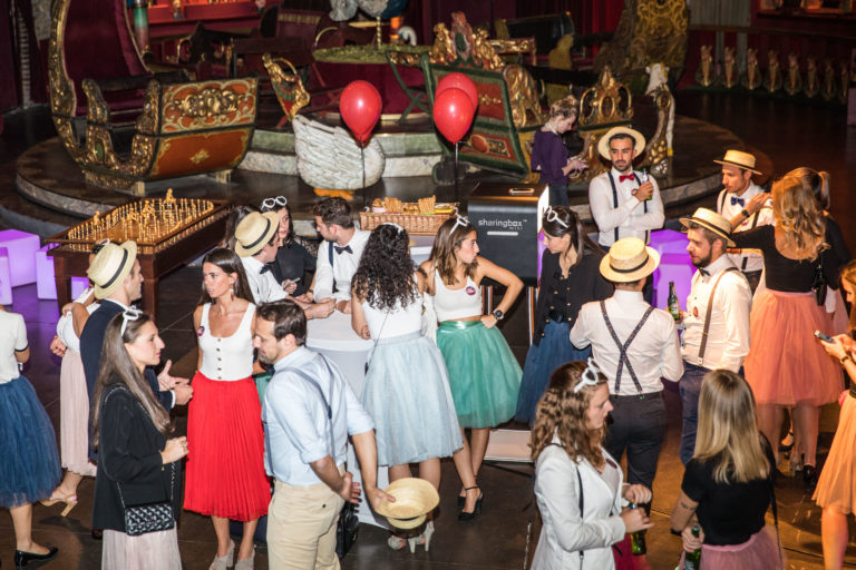 agence-wato-evenementielle-paris-soirée-corporate-voyage-privé-the-magic-factory-bonbons-sucette-jeux-poney-boule-clown-joie-ballons-chamboule-tout-barbe-à-papa-champagne-photocall-discours-16