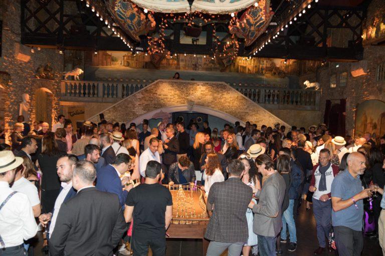agence-wato-evenementielle-paris-soirée-corporate-voyage-privé-the-magic-factory-bonbons-sucette-jeux-poney-boule-clown-joie-ballons-chamboule-tout-barbe-à-papa-champagne-photocall-discours-22