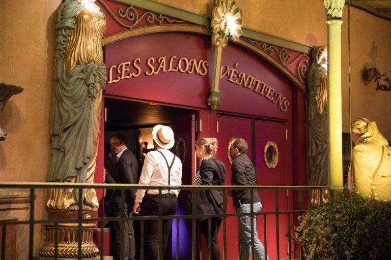 agence-wato-evenementielle-paris-soirée-corporate-voyage-privé-the-magic-factory-bonbons-sucette-jeux-poney-boule-clown-joie-ballons-chamboule-tout-barbe-à-papa-champagne-photocall-discours-24
