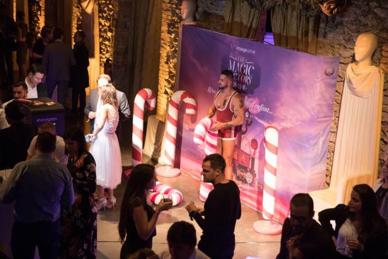 agence-wato-evenementielle-paris-soirée-corporate-voyage-privé-the-magic-factory-bonbons-sucette-jeux-poney-boule-clown-joie-ballons-chamboule-tout-barbe-à-papa-champagne-photocall-discours-27