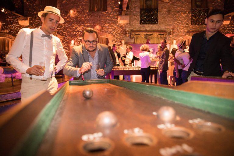agence-wato-evenementielle-paris-soirée-corporate-voyage-privé-the-magic-factory-bonbons-sucette-jeux-poney-boule-clown-joie-ballons-chamboule-tout-barbe-à-papa-champagne-photocall-discours-28