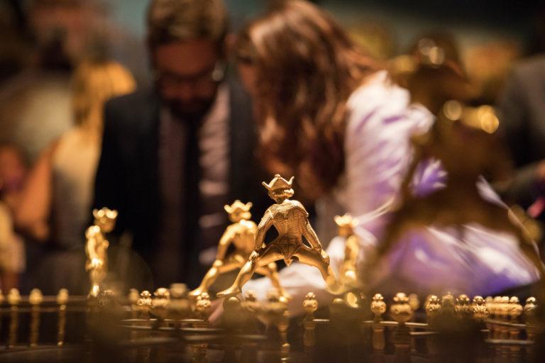 agence-wato-evenementielle-paris-soirée-corporate-voyage-privé-the-magic-factory-bonbons-sucette-jeux-poney-boule-clown-joie-ballons-chamboule-tout-barbe-à-papa-champagne-photocall-discours-3