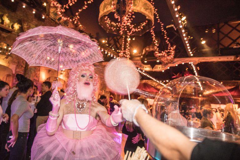 agence-wato-evenementielle-paris-soirée-corporate-voyage-privé-the-magic-factory-bonbons-sucette-jeux-poney-boule-clown-joie-ballons-chamboule-tout-barbe-à-papa-champagne-photocall-discours-5