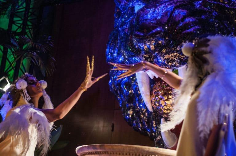 ambre larrazet-llop pretresse rites soiree exceptionnelle palais de la porte doree the family phoenix temple theme jungle evenement sur mesure agence wato we are the oracle evenementiel events
