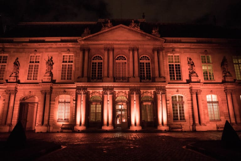archives nationales de nuit eclairage evenementiel vieux livres bibliotheque hotel particulier de soubise paris france AG2R agence wato we are the oracle evenementiel event