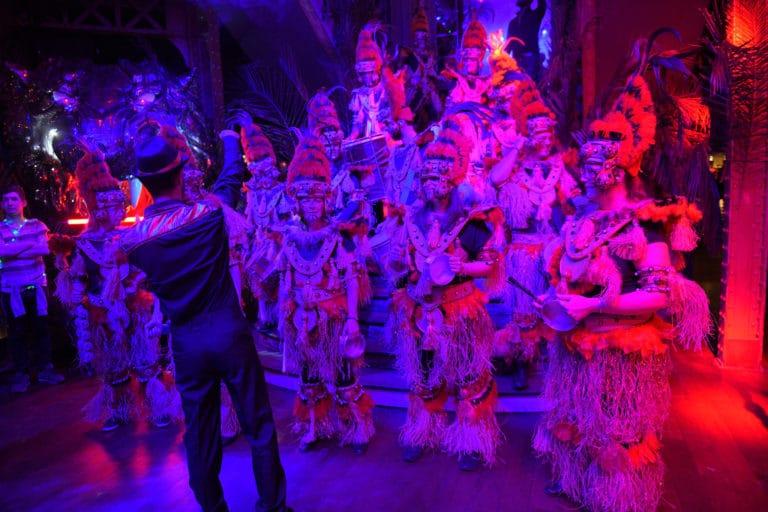 batucada goodies soiree corporate amazon gafa theme jungle vegetation scenographie sur mesure amazonia winter party france agence wato we are the oracle evenementiel event