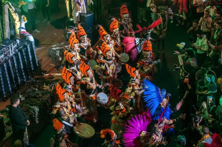 batucada tambours groupe de musique dancefloor soiree dansante theme jungle palais de la porte doree the family phoenix temple evenement sur mesure agence wato we are the oracle evenementiel