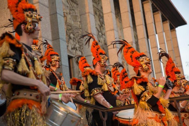 batucada tambours groupe de musique deguisements theme jungle palais de la porte doree the family phoenix temple evenement sur mesure agence wato we are the oracle evenementiel events