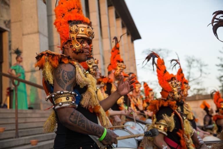batucada tambours groupe de musique tatouages deguisements theme jungle palais de la porte doree the family phoenix temple evenement sur mesure agence wato we are the oracle evenementiel event