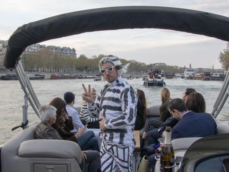 champagne fun bateaux de luxe seine cocktail croisière paris france soirée privée stripes agence wato we are the oracle evenementiel events