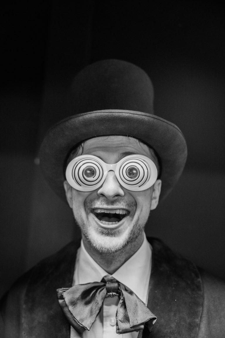 voyage prive vp fun chapeau haut de forme event coporate magic factory agence wato we are the oracle evenementiel events salon top resa