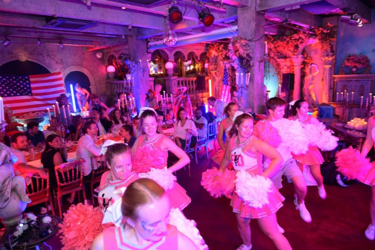chorégraphie cheerleaders pom pom girls loft baroque paolo calia paris 19e arrondissement france diner leboncoin thème usa américain agence wato we are the oracle evenementiel events