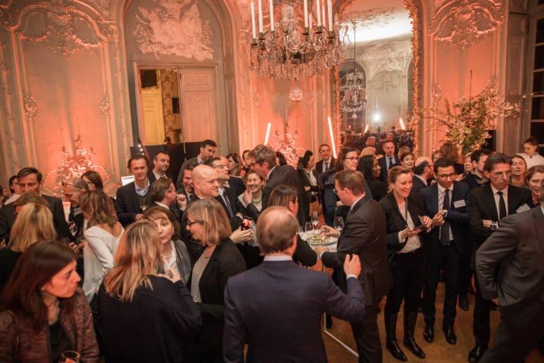cocktail dinatoire champagne lustre sur mesure archives nationales hotel particulier de soubise paris france AG2R agence wato we are the oracle evenementiel events