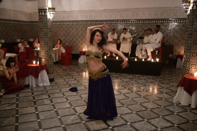 danseuses du ventre performance palais marocain marrakech maghreb scenographie sur mesure domofinance challenge agence wato we are the oracle evenementiel event