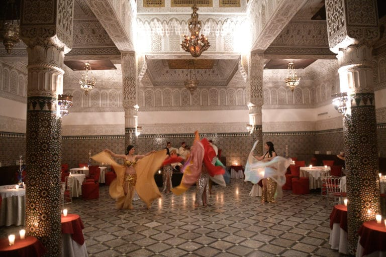danseuses du ventre performance palais marocain marrakech maghreb scenographie sur mesure domofinance challenge agence wato we are the oracle evenementiel events