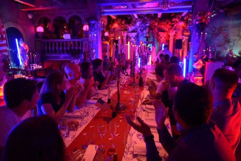 diner insolite table loft baroque paolo calia paris 19e arrondissement france diner leboncoin thème usa américain agence wato we are the oracle evenementiel events
