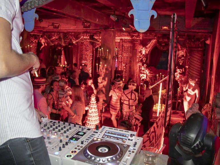 dj platines dancefloor soirée dansante loft baroque paolo calia paris 19 arrondissement france soirée privée stripes agence wato we are the oracle evenementiel events