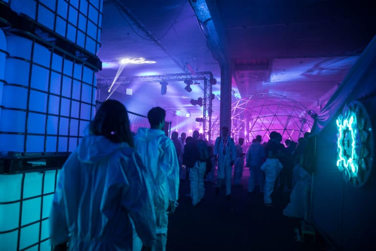 dc4 dome dance floor enflame soiree dansante deguisements astronautes salon scaleway scenographie sur mesure scaleway scaleday paris france agence wato we are the oracle evenementiel events