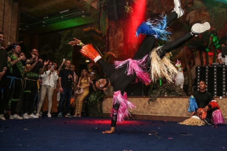 groupe hip hop performance danse dancefloor soiree dansante theme jungle palais de la porte doree the family phoenix temple evenement sur mesure agence wato we are the oracle evenementiel
