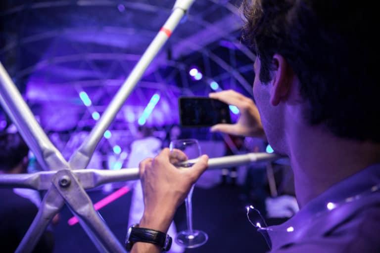 dc4 iphone dome sabres lasers soiree surprise deguisements astronautes salon scaleway scenographie sur mesure scaleway scaleday paris france agence wato we are the oracle evenementiel events