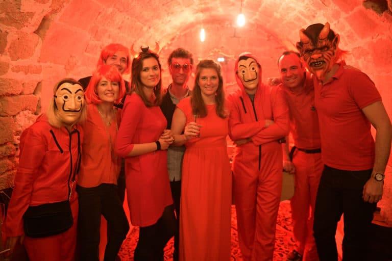 masque casa de papel soiree privee fun deguisements scenographie sur mesure red le bal rouge anniversaire client prive agence wato we are the oracle evenementiel event